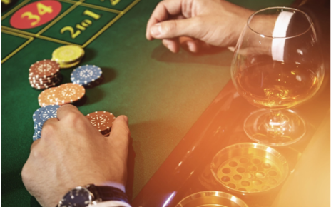 What are the risks and potential rewards of the Parolibetting system?